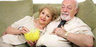 Embora exija algum conhecimento específico para acessar o aplicativo, cada vez mais pessoas da terceira idade tem se beneficiado desta ferramenta de diversão e entretenimento. A televisão tem uma nova forma de ser vista, que se encaixa nos gostos das mais diversas pessoas.