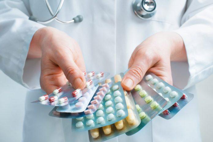 Lista de medicamentos que põem a vida de idosos em risco