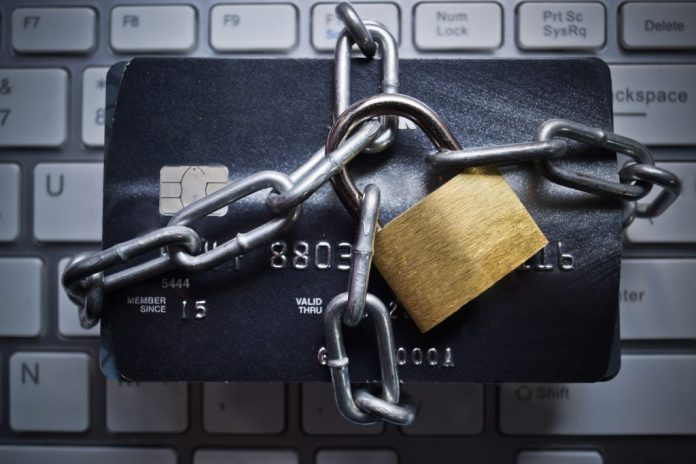 6 cuidados simples que evitam a clonagem do cartão de crédito