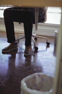 Pernas inchadas por acúmulo de líquidos – Como tratar