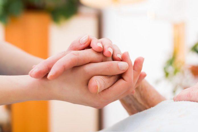 Cuidador de idosos – 4 dicas para fazer uma boa escolha
