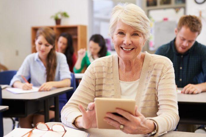 benefícios de voltar a estudar na terceira idade