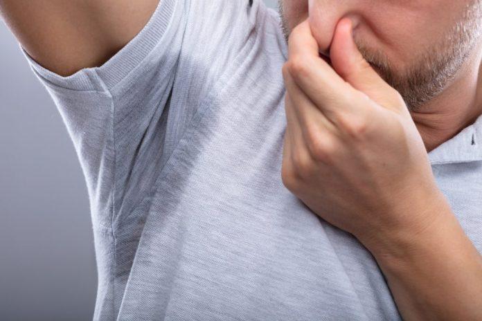 Mau cheiro nas axilas – 11 soluções caseiras