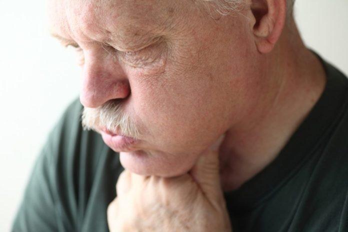 Maneiras para tratar infeção de garganta em casa