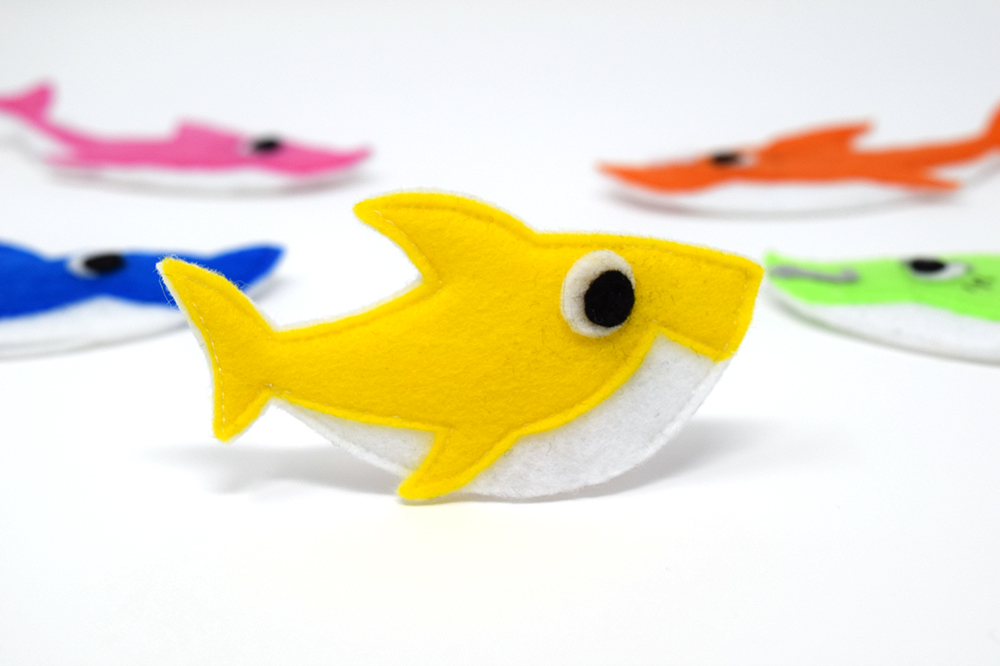 Free pattern: Baby shark finger puppets