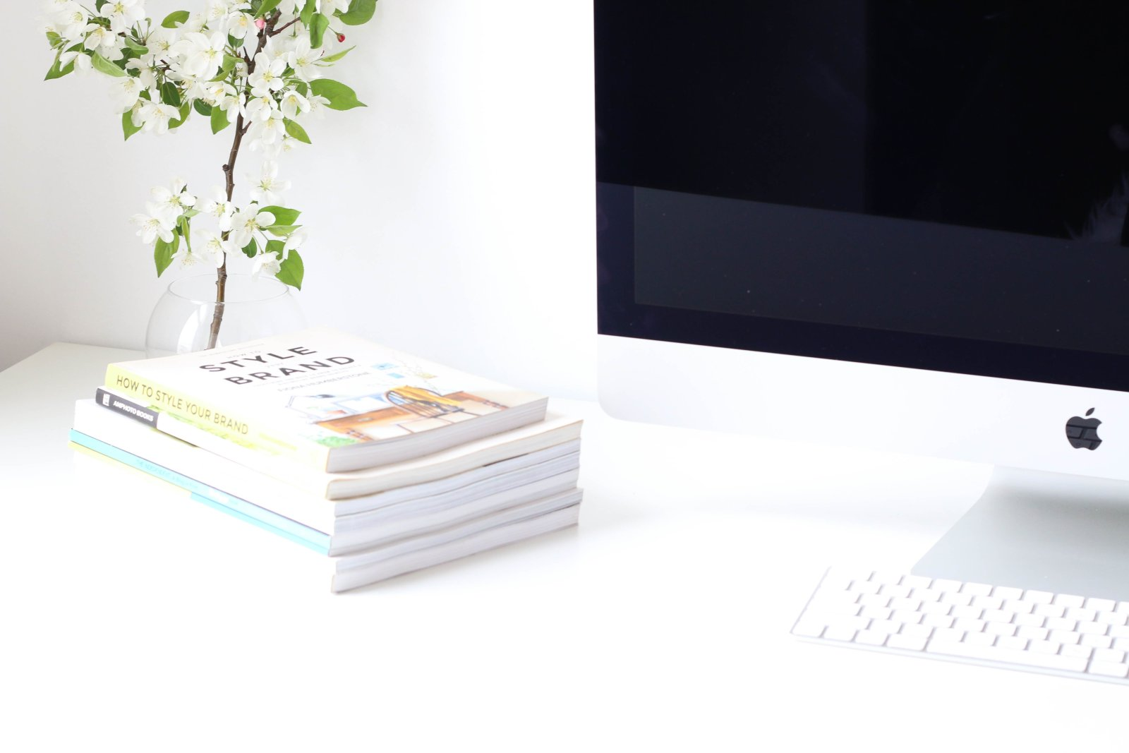 4 THINGS YOU NEED TO START A BLOG OR WEBSITE j kelly brito 247570 unsplash