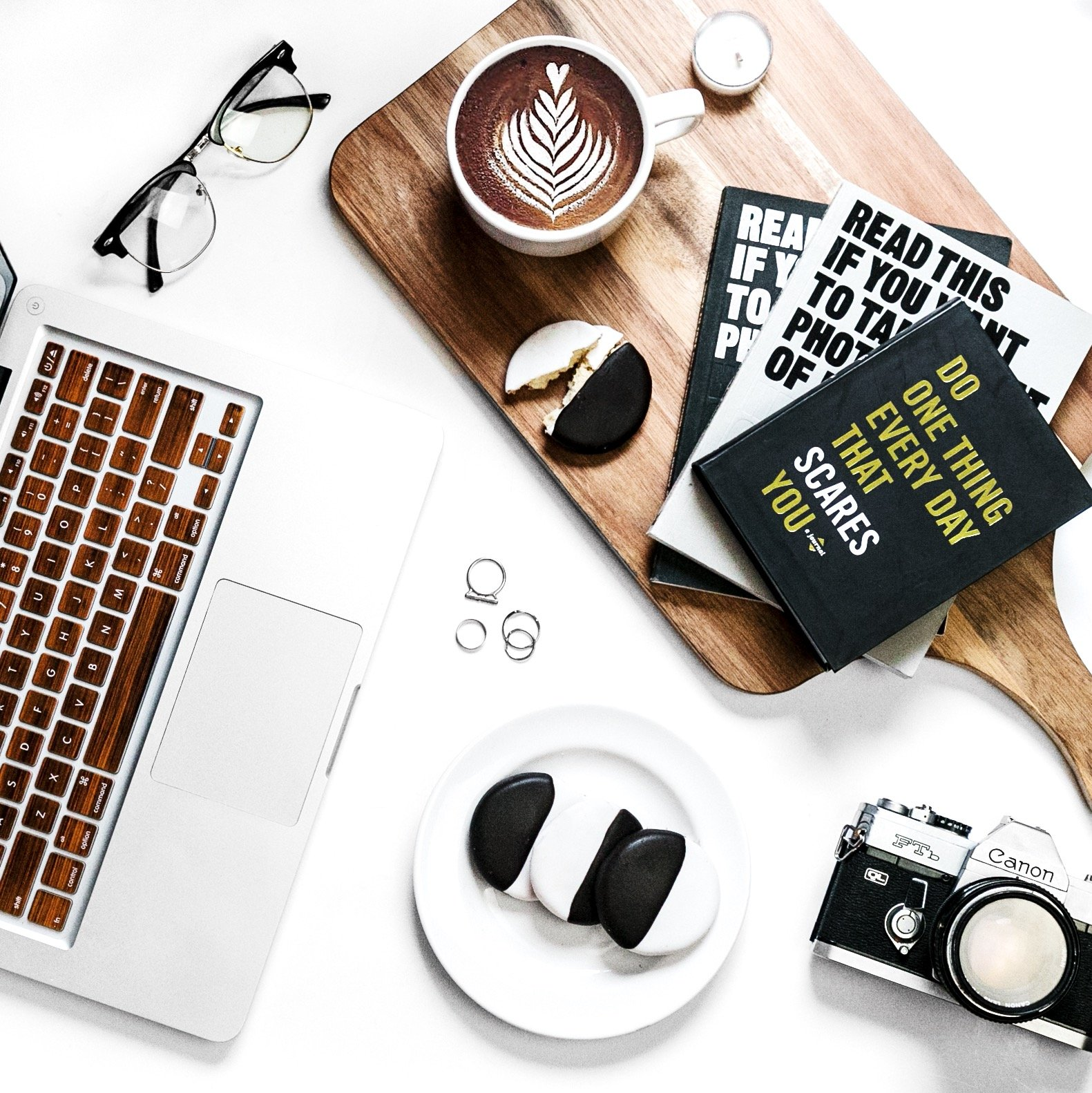 What is blogging and why should you start a blog? Flatlay 9