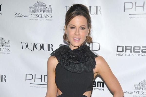 Kate Beckinsale thinks Ryan Reynolds is her doppelganger