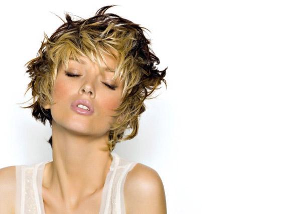 Tagli di capelli corti e sbarazzini