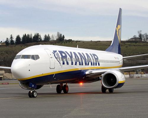 "Ryanair: ""Hostess sfruttate e mal pagate"""