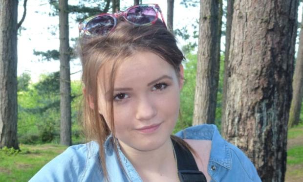 Georgina Anderson, 15 anni, sconfitta dal cancro diventa star del web