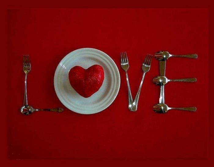 San valentino come apparecchiare la tavola per una cena romantica female world il blog - Idee serata romantica a casa ...