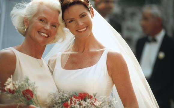 9d24763f668c Mamma della sposa  consigli per un look adatto - Female World - Il ...