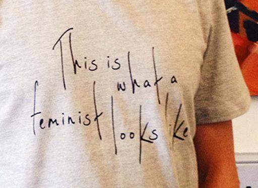 Le t-shirt femministe fatte da operaie sottopagate