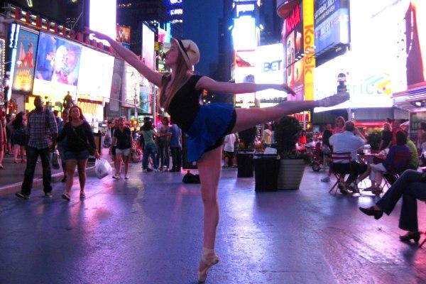 La sfida di Gigi Crouch, la ballerina che non si arrende alla scoliosi