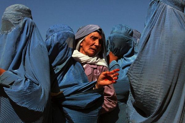 Afghanistan: diritti delle donne sotto attacco secondo Amnesty International