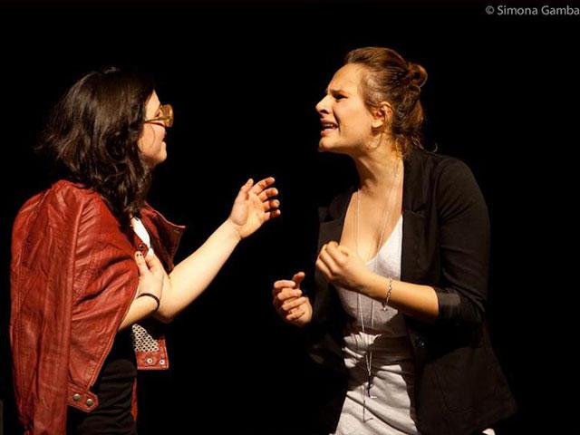 Le Brugole a teatro con Diario di una donna diversamente etero (VIDEO)