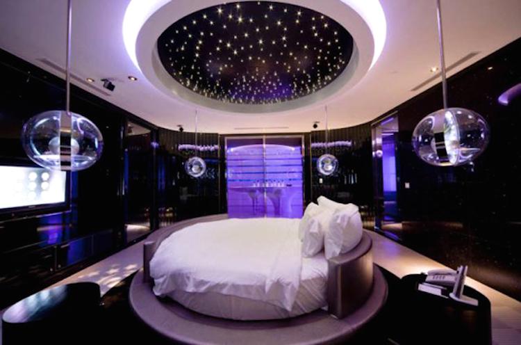 Love-hotel-5