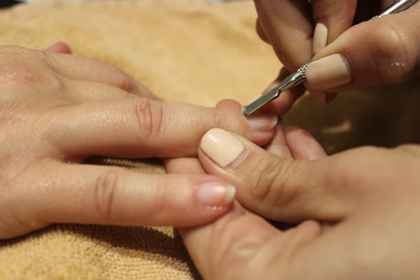 Manos suaves y bonitas con la manicura New York Escape