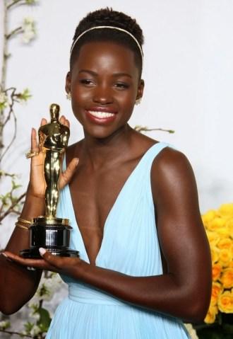 Lupita Nyong'o gana el Oscar con manicura de Deborah Lippmann, solo disponible en Escape Madrid