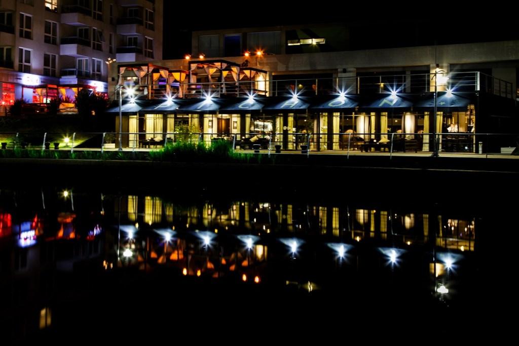 La primavera incita a cenar frente al río y al aire libre en PICHON