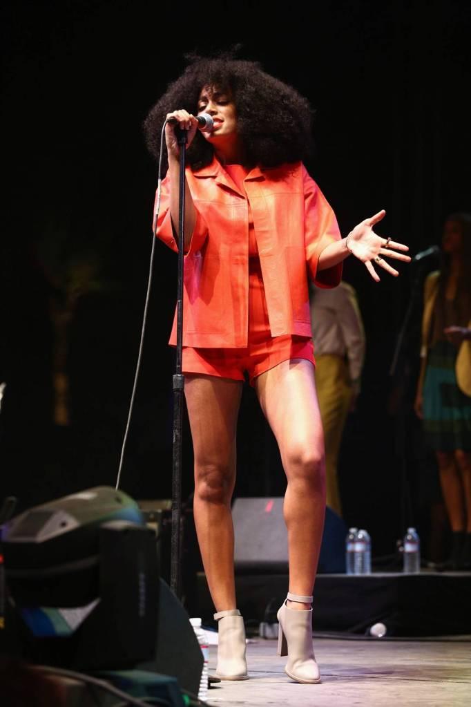 Solange Knowles llevó un look de Max Mara en el festival de música de Coachella