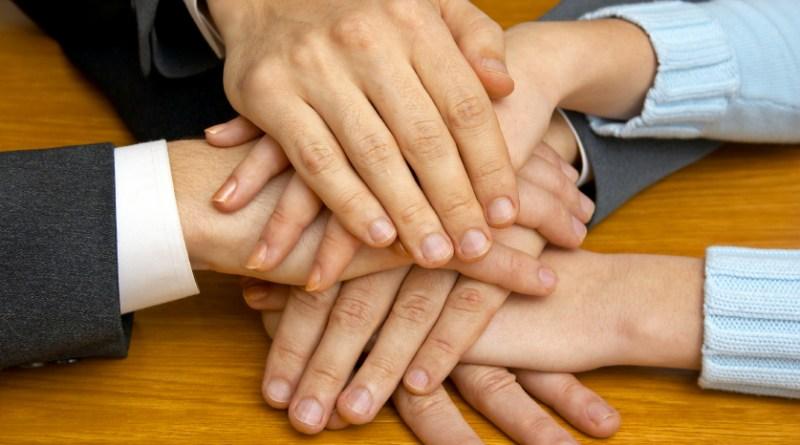 manos, cooperación, femexer cuenta con la colaboración de muchas asociaciones de pacientes con enfermedades raras