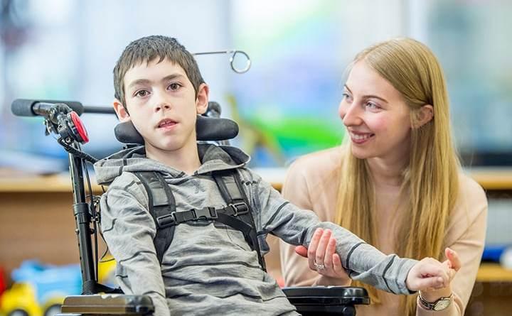 Nusinersen muestra beneficios en niños mayores con SMA
