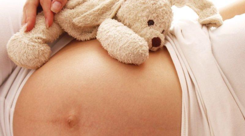 Investigación sugiere conceptos erróneos sobre el riesgo de EM en mujeres embarazadas