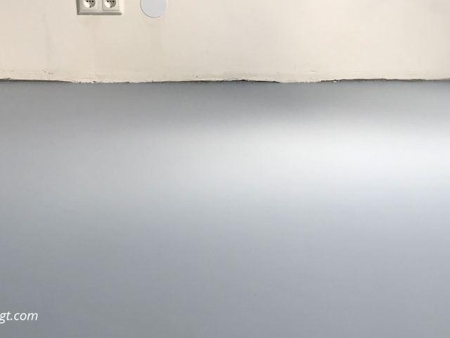 DIY budget gietvloer | Een DIY budget gietvloer maak je heel simpel met egaline, die je vervolgens afwerkt met een transparante coating of gekleurde betonverf