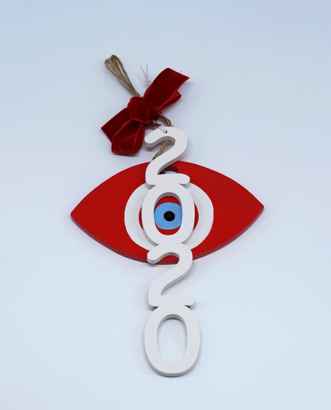 Γούρι 2020 ξύλινο άσπρο με οβαλ κόκκινο ματάκι