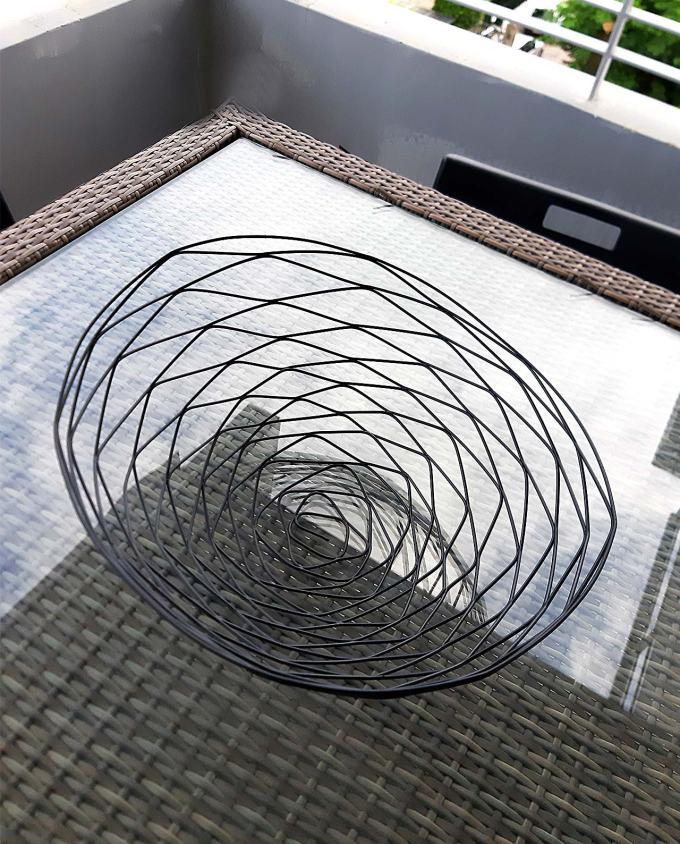 Bowl small black wire