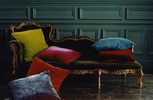 Velvet Decor Victorian Style Velvet Chaise Lounge Chair with Jewel Toned Velvet Couch Pillows
