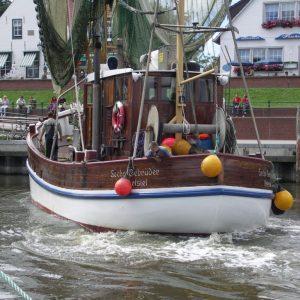 Rangieren im Greetsieler Hafenbecken