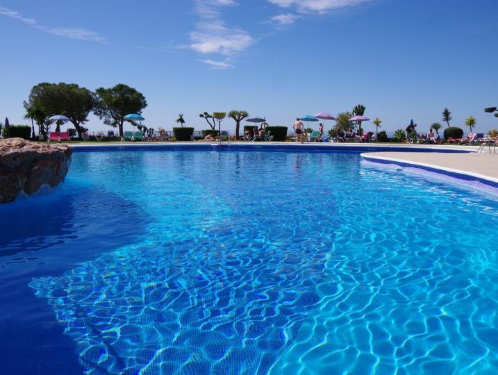 Large, sea-like pool