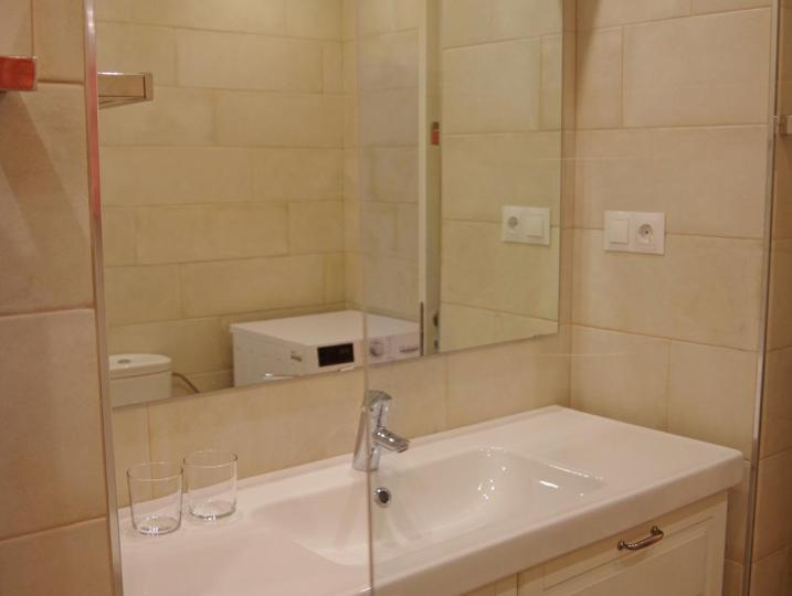 Washbasin bathroom 1