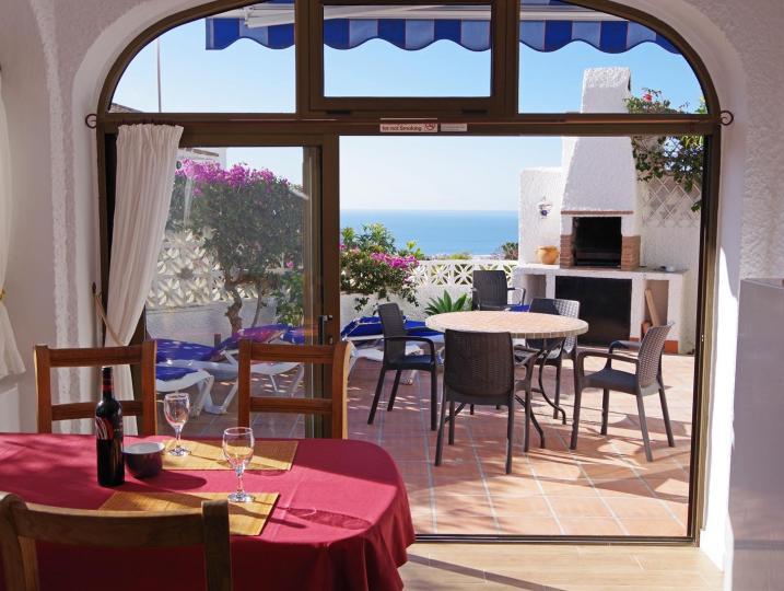 Esszimmer mit Blick auf Mittelmeer