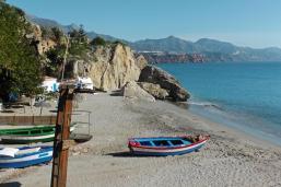 The Calahonda beach is located directly at the Balcón de Europa.