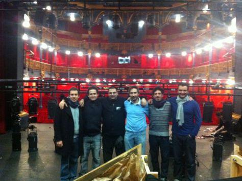 """Actores y Técnico del """"Los Tres Mosqueteros..."""". Agotados y satisfechos."""