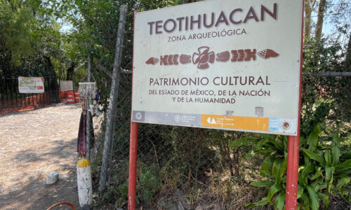 Teotihuacan entrance sign