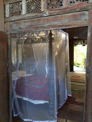 Big Island Hawaii - Captain Cook - Cottage - unser Bett mit Moskitonetz