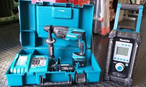 Confezione con tassellatore Makita modello BHR162RFE doppia batteria al litio
