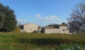 MD 17 Caseggiato rurale con terreno
