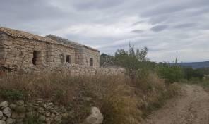 RG 01 Casali in pietra con terreno e vista panoramica a San Giacomo