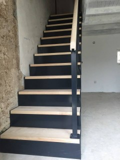 Escalier Droit En Acier Et Bois