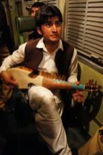 Musikalische Unterhaltung im Nachtzug