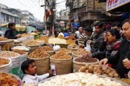 Indien ist das Land der Gewürze (Gewürzhändler auf dem Basar in Old Dehli)