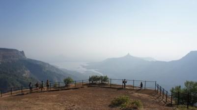 Matheran ist eine Hill Station der Briten und etwa 2 Stunden von Mumbai entfernt. Der Ort ist nur per Bahn, mit dem Pferd oder zu Fuß zu erreichen. Nach einer kleiner Wanderung bieten sich spektakuläre Ausblicke wie dieser...