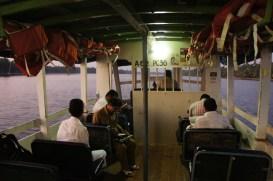 Morgens um 6.30 Uhr auf der Fähre in Keralas nördlichstem Backwater bei Payyanur