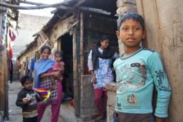 Diese Familie wohnt direkt neben dem eben gezeigten Kanal und Hauswand an Hauswand mit einer Lederfabrik. Zukunft???